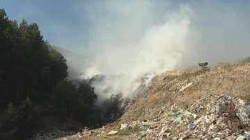 Запали се старото сметище на Симитли и обгази главен път Е-79