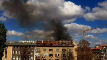 Пожар пламна в изоставена постройка в центъра на София