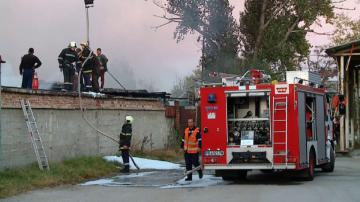 Пожар избухна в склад за вторични суровини в кв. Столипиново в Пловдив