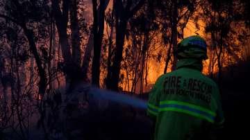 Над 90 горски пожара бушуват в Австралия