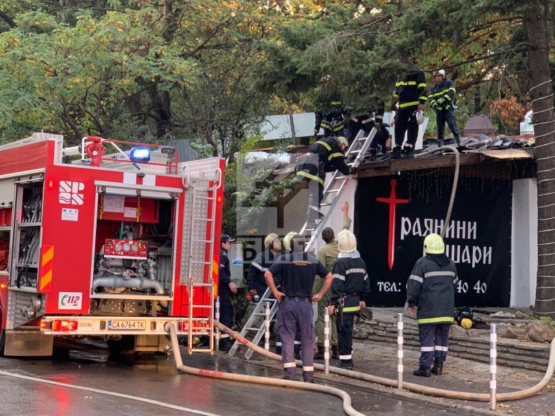 снимка 4 Голям пожар горя в столичен ресторант близо до бул. Черни връх