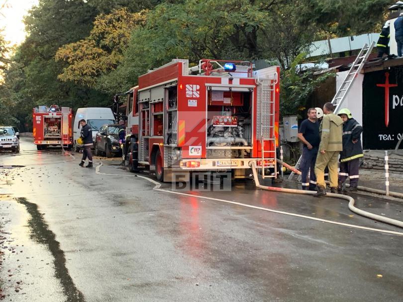 Снимка: Голям пожар гори в столичен ресторант близо до бул. Черни връх