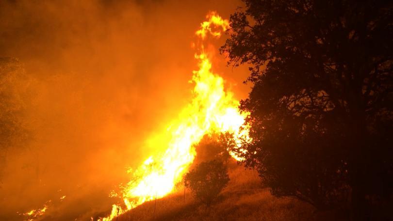 Голям пожар избухна в района над Карлово. Подбалканският град е