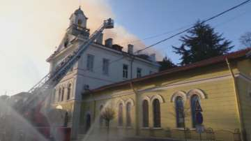 В Ямбол горят Общински детски комплекс и Католическата църква