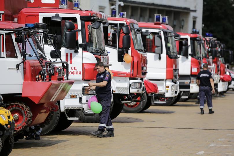 """Днес Столичните пожарникари отбелязват своята 140-та годишнина. На площад """"Александър"""