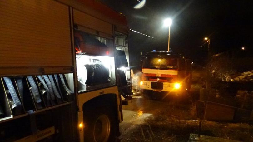 Снимка: Локализираха пожара в цеха за месо в с. Войводиново