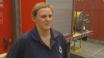 Бременна пожарникарка се бори с огнената стихия в Австралия