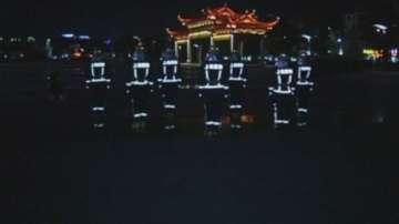 Китайски пожарникари танцуват, за да повишат бдителността