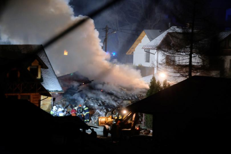 снимка 1 8 души, сред които и деца, загинаха при газова експлозия в Полша