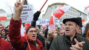 Многохиляден протест в защита на демокрацията в Полша