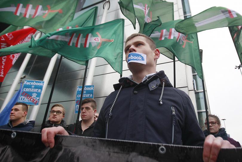снимка 2 Протест на десни полски групировки срещу блокирането на профилите им във Фейсбук