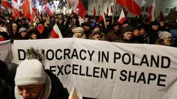 Продължават протестите в Полша срещу ограниченията за медиите
