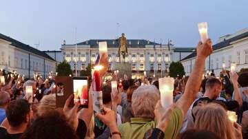 Полското правителство отхвърля натиск от улицата и от чужбина