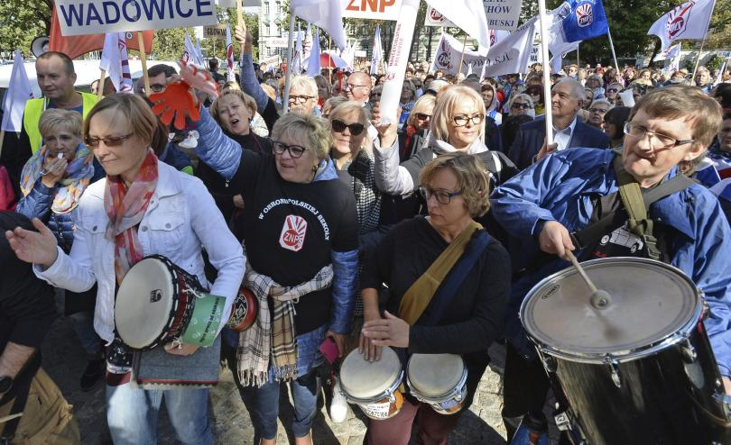 хиляди поляци протестираха високи надници намаляване работното време