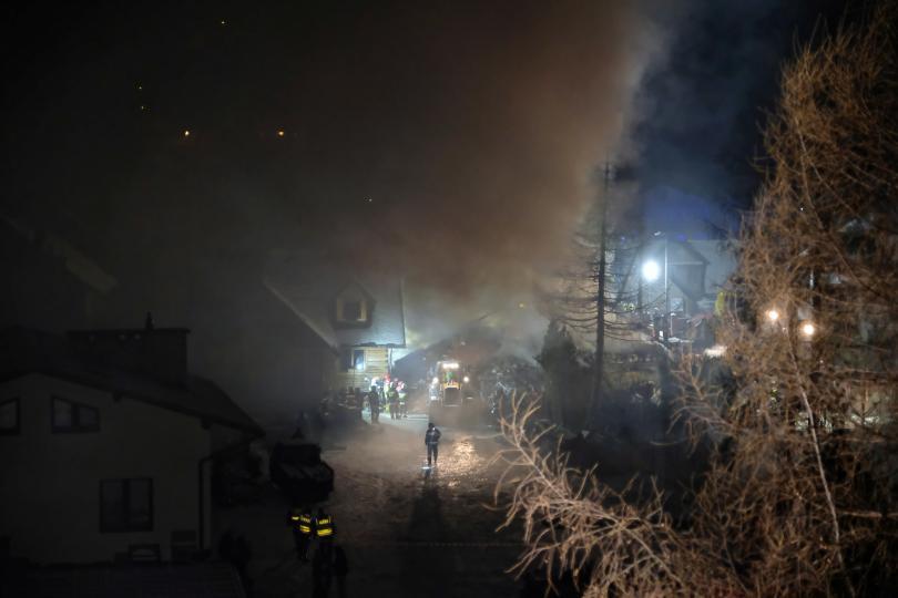 снимка 2 8 души, сред които и деца, загинаха при газова експлозия в Полша
