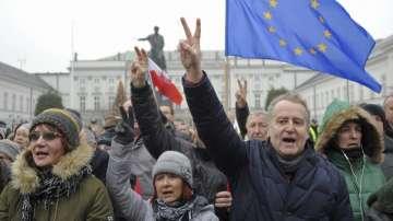 Продължава блокадата на полския парламент