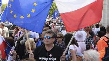 Полският парламент прие спорния закон за реформа във Върховния съд