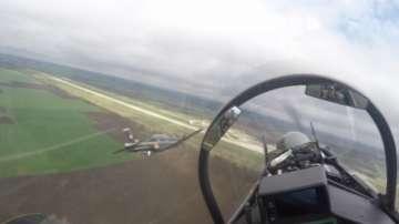 Курсантите от Долна Митрополия направиха първи самостоятелни полети