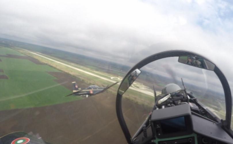 Курсантите летци първи курс в авиационния факултет в Долна Митрополия