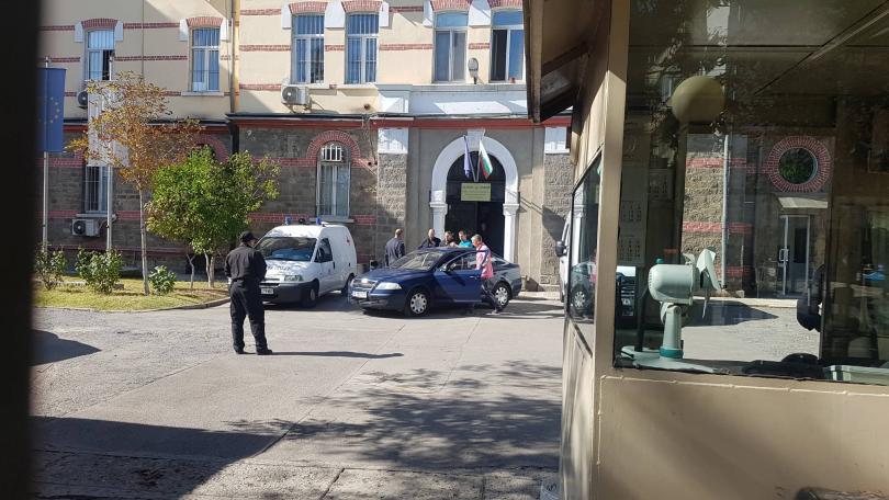 снимка 2 Полфрийман излезе от затвора, но го предадоха на миграционните власти
