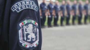 Полицаи и надзиратели на протест с искане за по-добро заплащане на нощния труд