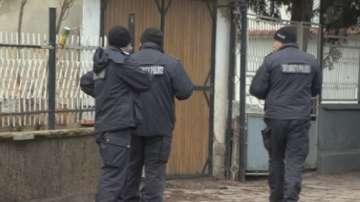 Продължава разследването на шесторното убийство в Нови Искър