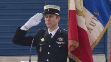 Почина полицаят герой, който се размени със заложниците във Франция