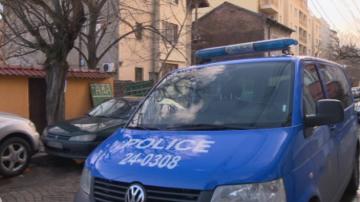 Полицаи пострадаха докато преследваха младежи