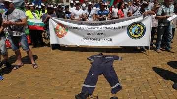 Служителите в МВР ще получат накуп парите за униформи