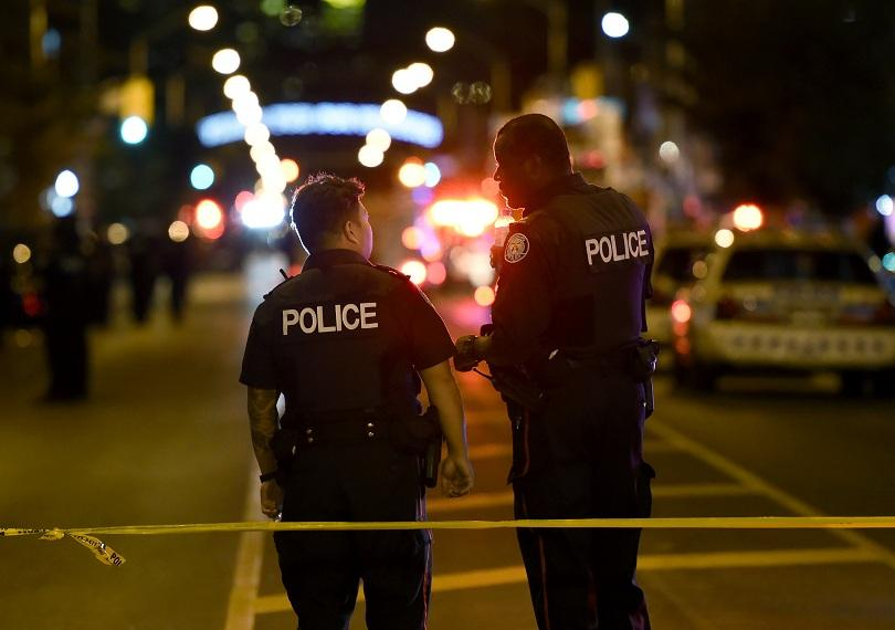 Седем души, включително дете, бяха ранени при стрелба в град