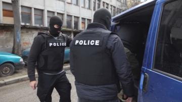 Протестират освобождаването на полицая, откраднал тото фиш от възрастна жена