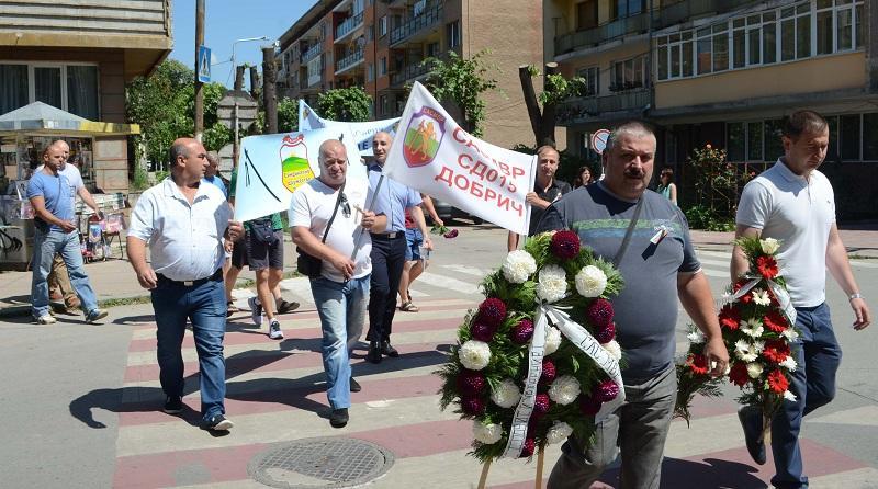 Полицаи извън дежурство се включиха на мирен протест в Добрич