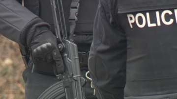 Мащабна акция за издирването на предполагаемия убиец от Нови Искър