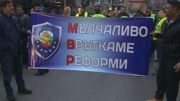 Служители на реда протестираха във Варна