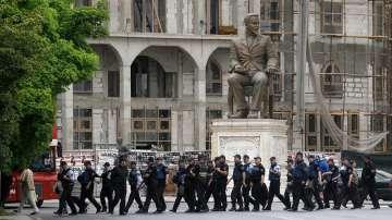 Засилено остава полицейското присъствие в Македония