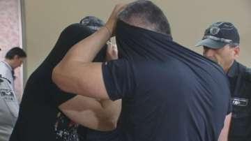 Полицаите, обвинени в грабеж на микробус с цигари без бандерол, остават в ареста