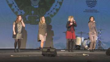 Поли Генова представи най-новата си песен в театър Сълза и смяx