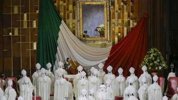 Хиляди приветстваха папа Франциск пред базиликата в Мексико