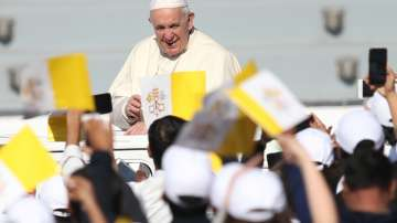Стотици хиляди присъстваха на месата на Папа Франциск в Абу Даби