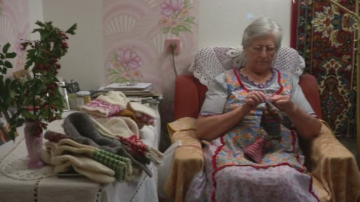 В Латвия очакват папа Франциск с благотворителна инициатива за плетене на чорапи