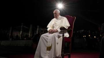 Папа Франциск отслужва Великденско бдение във Ватикана