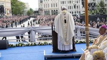 С тържествена Литургия завърши първият ден от посещението на папа Франциск