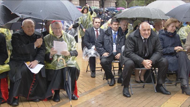 снимка 18 Кулминация на визитата на папа Франциск: Молитва за мир в София (СНИМКИ)
