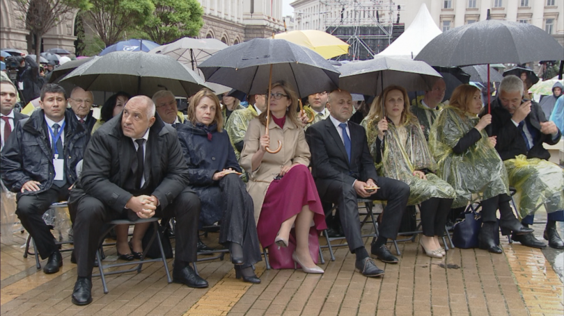 снимка 5 Кулминация на визитата на папа Франциск: Молитва за мир в София (СНИМКИ)