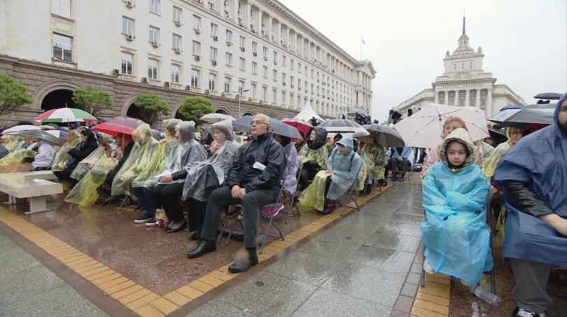 снимка 6 Кулминация на визитата на папа Франциск: Молитва за мир в София (СНИМКИ)