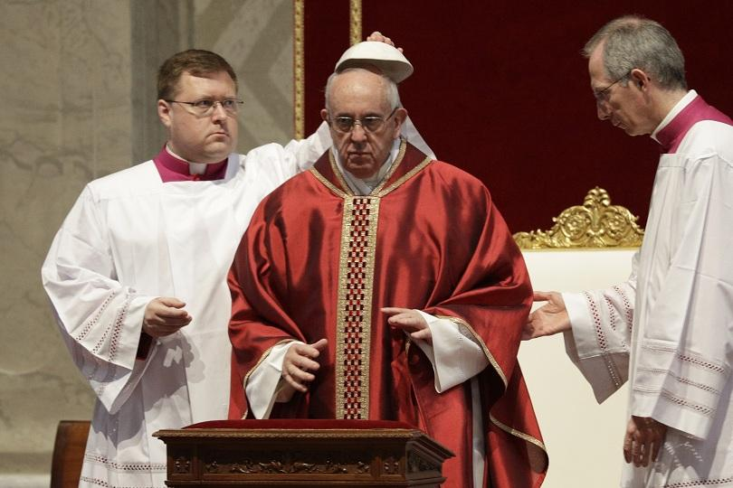 снимка 2 Папата отслужи служба за Разпети петък