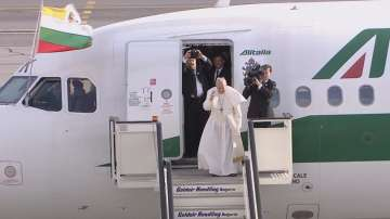 Папа Франциск отлетя от България