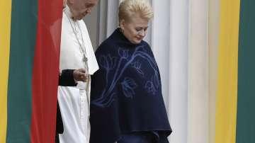 Папата пристигна в Литва, откъдето започва обиколката му в балтийските страни
