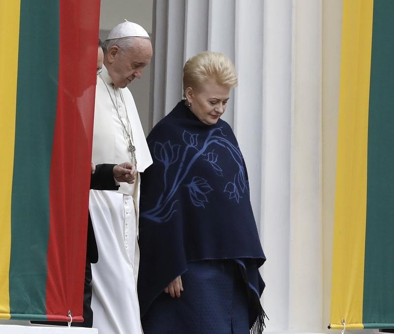 Папа Франциск пристигна днес в Литва, откъдето започва четиридневната си