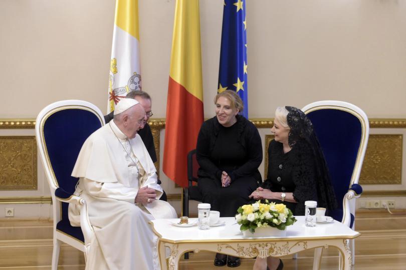 снимка 2 Историческа визита на Папа Франциск в Румъния